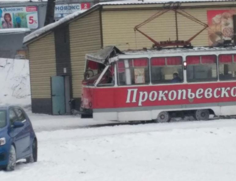 В Прокопьевске столкнулись трамвай и автокран