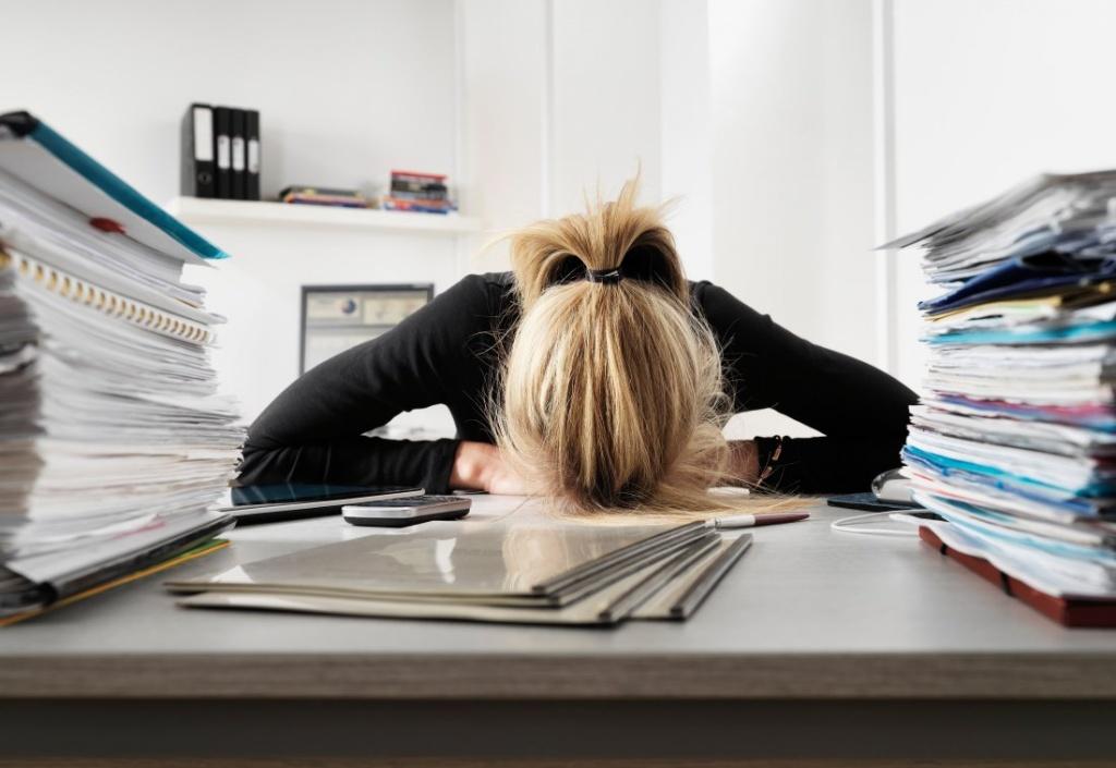 Февраля коллегам, прикольные картинки о женщине на работе